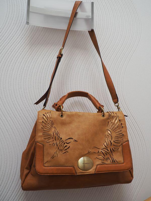 Italienische Handtasche FIORUCCI mit Lochmuster