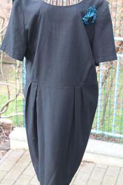 Neuwert schwarzes Kleid mit grün-