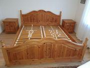 Schönes massives Doppelbett mit 2