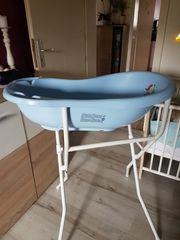 babybadewanne in Blau mit Ständer