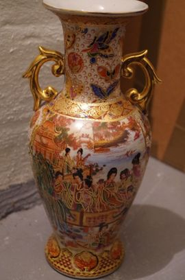China Porzellan Vase Palastszene Schmetterling: Kleinanzeigen aus Ludwigsburg Mitte - Rubrik Glas, Porzellan antiquarisch
