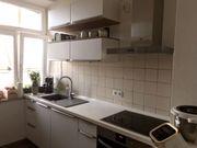 Stilvolle Küche mit Geräten von