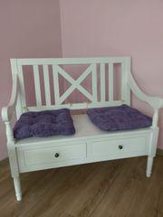 Sitzbank aus Holz in weiß
