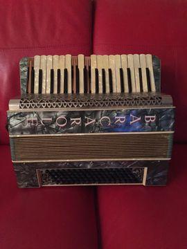 Barcarole Akkordeon schönes Stück Gebrauchspuren: Kleinanzeigen aus Starnberg - Rubrik Tasteninstrumente