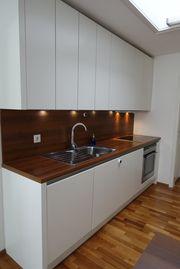 Elegante zeitlos schöne Küche in