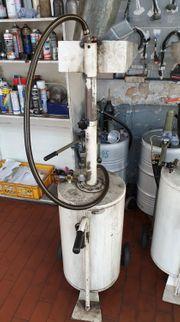 Zwei Altölaufnehmer-Ölsammler-Altölsammler-Altölauffanggerät