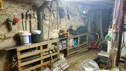 Altes Bauernhaus mit Scheune und