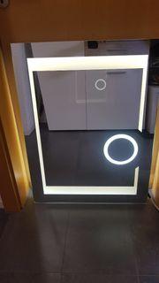Spiegel mit LED Licht