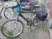 Fahrräder und Kinderanhänger
