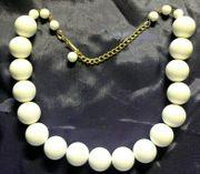Modeschmuck weiße Halskette zeitlos gearbeitet