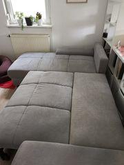 Gut erhaltene 4-Sitzer-Couch inkl Ottomane