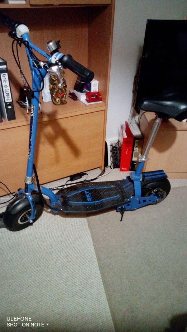 E - Roller mit Sitzstange SXT