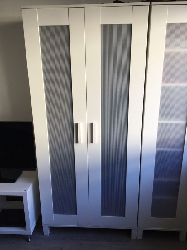"""Aneboda Kleiderschrank - Mettmann Metzkausen - Aufgrund unseres Umzuges müssen wir unseren Kleiderschrank der Ikea Serie """"Aneboda"""" verkaufen. Die Griffe haben leider Schrammen, lassen sich aber leicht mit einem Lackstift übermalen.In diesem Kleiderschrank befindet sich ein Einl - Mettmann Metzkausen"""