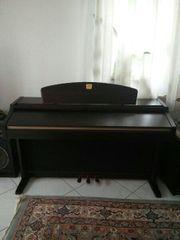 Klavier Piano Yamaha elektronisch mit