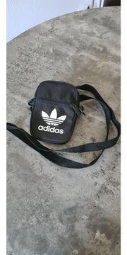 Kleine schwarze Adidastasche zuverkaufen