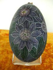 Gänse-Eier mit verschiedenen Blumenmotiven