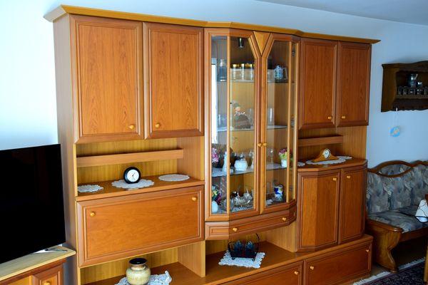 Gut erhaltener Wohnzimmer-Schrank zu verschenken