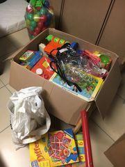 Bücher Spielzeug Alvi-Babymatratze und Lampen
