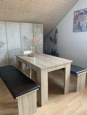 Esstisch mit zwei Bänken