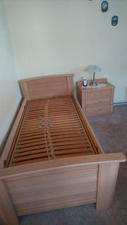 Bett mit Nachtschrank und Lattenrost