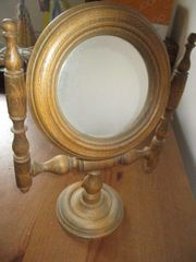 Alter gedrechselter Holzspiegel zum kippen