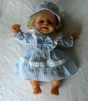 Puppe blond lacht - Kleid Hut