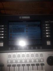 Keyboard der Marke Yamaha Tyros