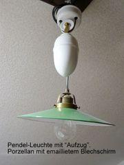 Alte Pendel-Leuchte mit Aufzug