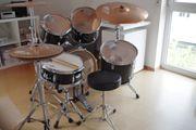 Schlagzeug in schwarz von MAPEX