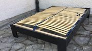 verkaufe neuwertiges Holz Bettgestell schwarz