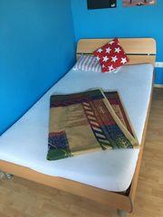 Schränke und Bett