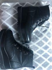 2xWandkonsole 19 EUR Schuhe 8