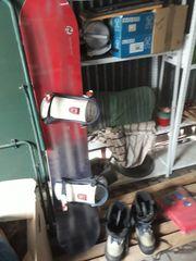 Snowboard von Rossignol mit Schuhen