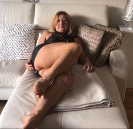 Erotische Bilder & Videos - Ich stelle leidenschaftlich meinen Körper