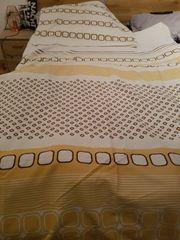 2 Garnituren Bettwäsche der Marke
