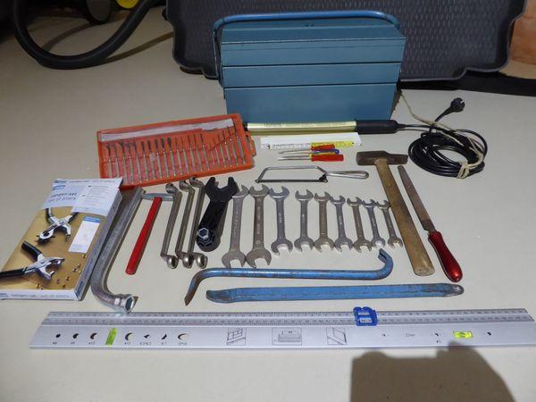 Werkzeugkiste incl Werkzeug und Zubehör