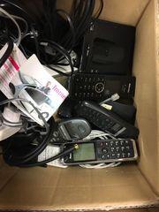 Mehrere schnurlose Telefone Netzwerkkabel etc