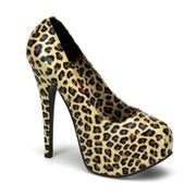 Getragene Schuhe von Studentin