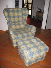 Sessel mit Hocker