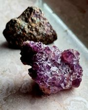 Kristallsteine Amethyst und Rainbow