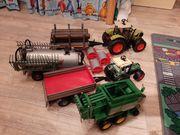 Spielzeugtraktoren mit Anhängern