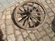 Uraltes Wagenrad Holzrad Speichenrad Eisenreifen