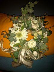 Seidenblumen Kranz mit weißen Blüten