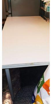 Esstisch - Küchentisch in weiß Abzugeben
