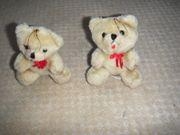2 kleine Plüschbären mit roter