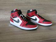 Jordan 1 Mid red black