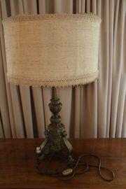 Tischlampe mit Messingfuß