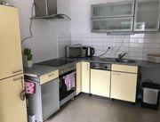 Schöne gelb graue Küche