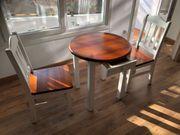Tisch mit 2 Stühlen