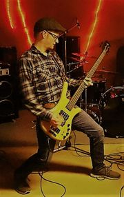 Bassist sucht Musiker oder Band -